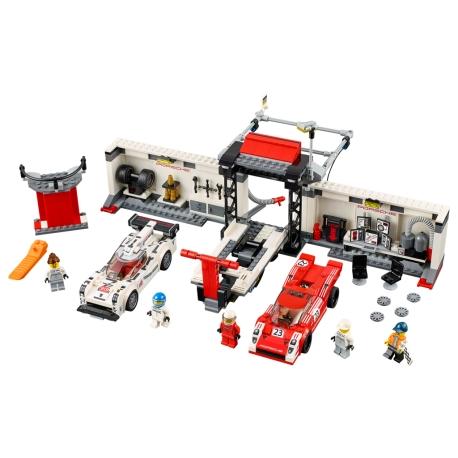 LEGO 75876 Porsche 919 Hybrid a 917K ulička v boxe